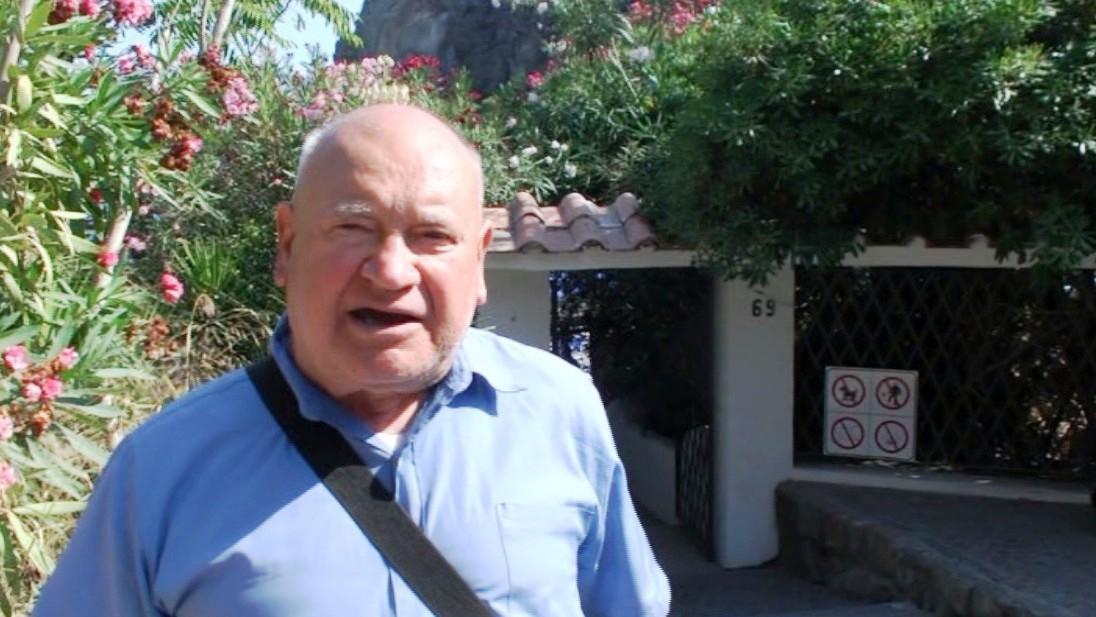 Domenico Savio intervistato davanti al cancello di San Montano