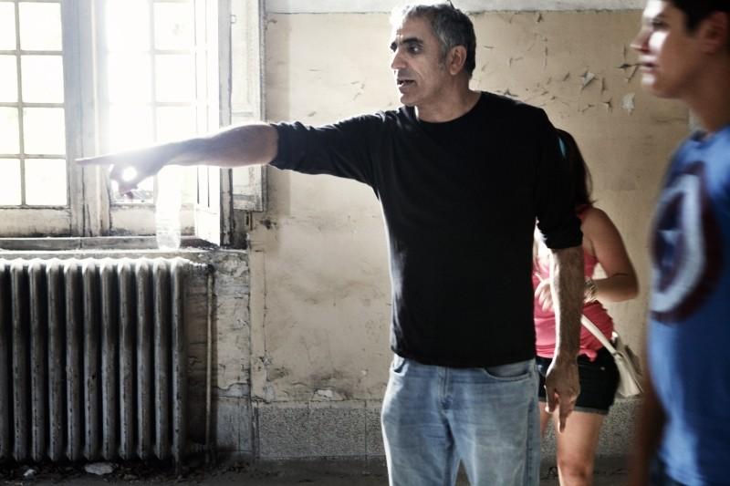 il-regista-leonardo-di-costanzo-insieme-ad-alessio-gallo-sul-set-de-l-intervallo-249165